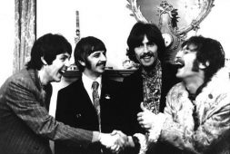 """Sgt Peppers Lonely Hearts Club Band"" y sus primeros 50 años"