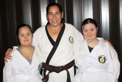 Deportistas adaptados ascienden de grado en Tae Kwon Do