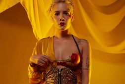 Halsey con Big Sean lanzan el extravagante video de 'Alone'