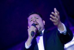 Alfredo Carrillo y la Big Band Vino Tinto en plaza Fundadores