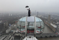 Mary Poppins aparece sobre el London Eye (+ video)