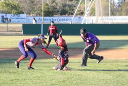 Ladies brillan en el Softbol