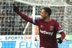 Chicharito es duda para duelo de West Ham frente a Leicester City