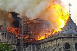 Se registra incendio en la Catedral de Notre Dame (+videos-fotos)