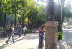 Sigue restauración de estatuas en Reforma