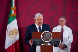 "AMLO firmará decreto para que ""abues"" hagan home office"